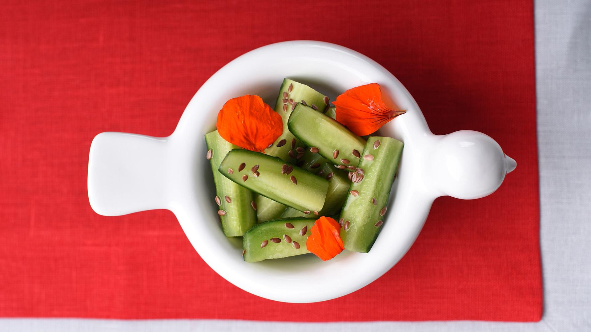 Малосольні огірки з медом